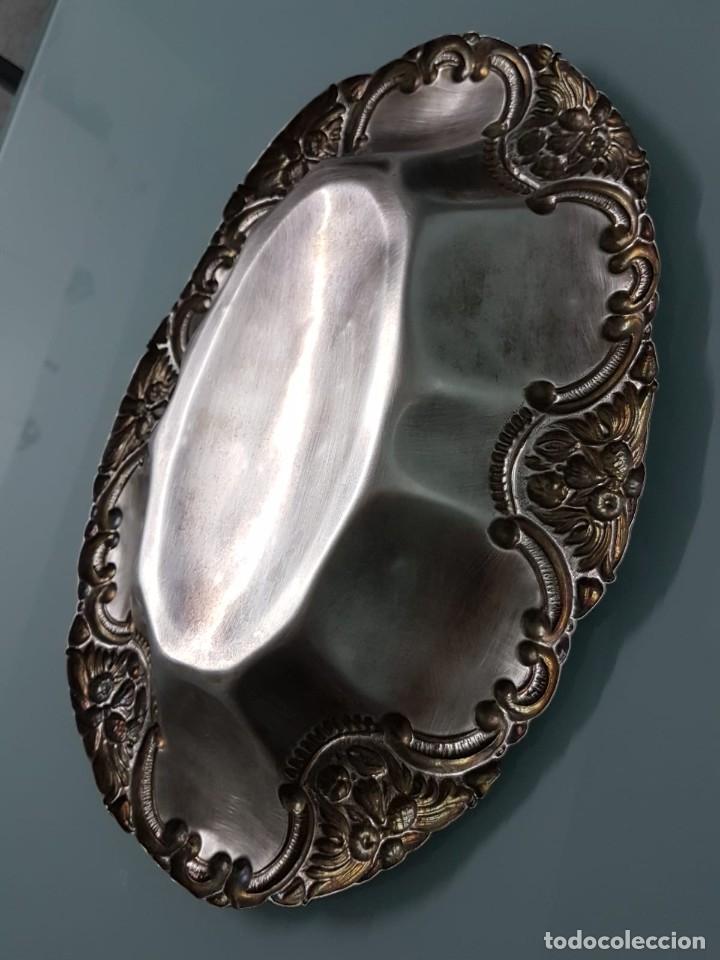 Antigüedades: FRUTERO PANERA. METAL PLATEADO. 36x27 CM. DECORADA. MAJESTUOSA. - Foto 5 - 178806755