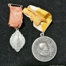 Antigüedades: LOTE DOS MEDALLAS RELIGIOSAS DE 1942 Y 1952 . Lote 178820912