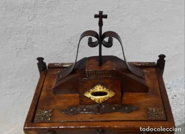 Antigüedades: Limosnero de madera y forja - Foto 3 - 178831102