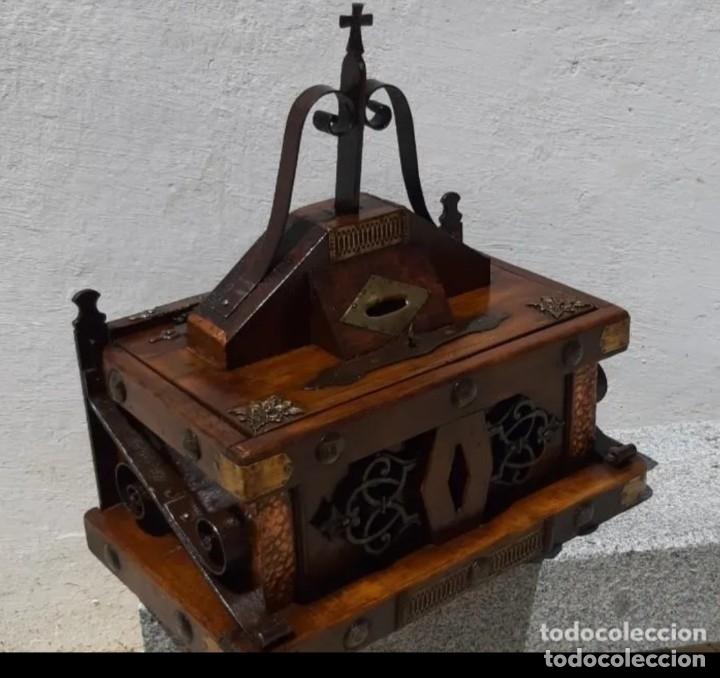 Antigüedades: Limosnero de madera y forja - Foto 4 - 178831102