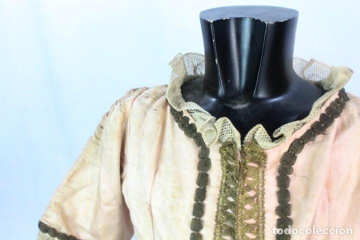 Antigüedades: t9 Sobreveste SXVIII o chaquetilla en seda hilos de oro encajes. Museos, indumentaria o imágenes. - Foto 7 - 178840315