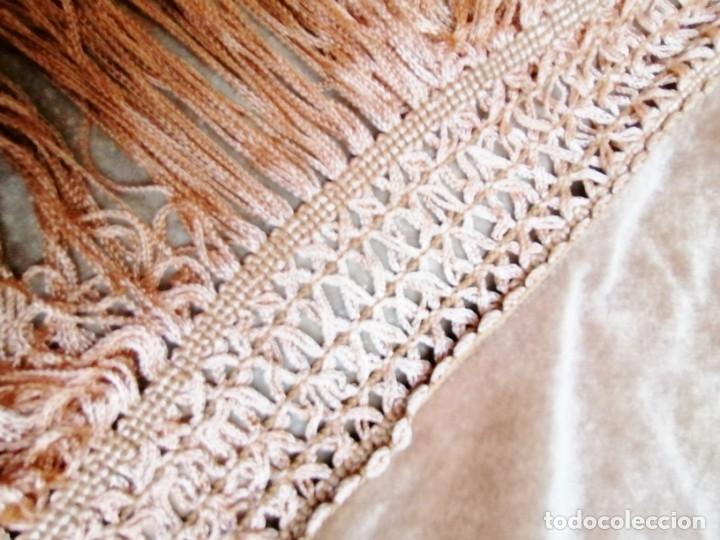 Antigüedades: Antiguo manton de terciopelo brodado a mano en triangulo - Foto 10 - 178854047