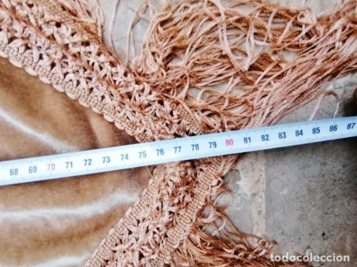 Antigüedades: Antiguo manton de terciopelo brodado a mano en triangulo - Foto 11 - 178854047