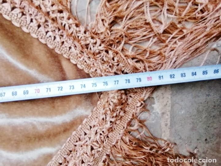 Antigüedades: Antiguo manton de terciopelo brodado a mano en triangulo - Foto 12 - 178854047