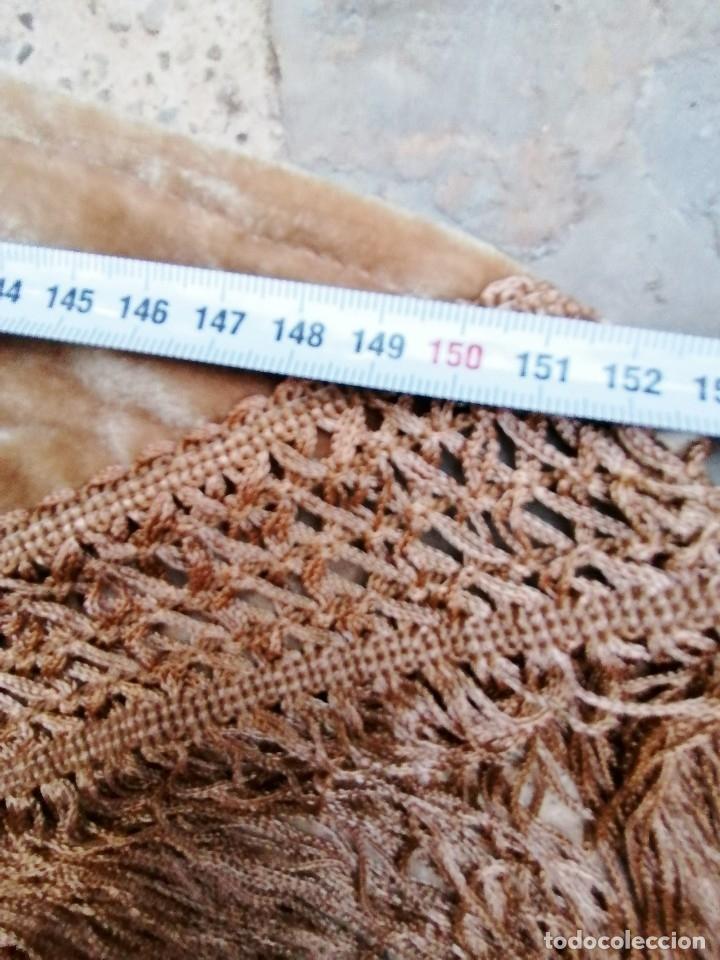 Antigüedades: Antiguo manton de terciopelo brodado a mano en triangulo - Foto 13 - 178854047