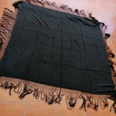 Antigüedades: ANTIGUO MANTON NEGRO CON FLECOS.. Lote 178854223