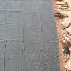 Antigüedades: ANTIGUO MANTON NEGRO CON PRECIOSOS BORDADOS A MANO. Lote 178854390