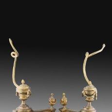 Antigüedades: PAREJA DE MORILLOS. BRONCE, HIERRO. FRANCIA, SIGLO XIX. . Lote 178857328
