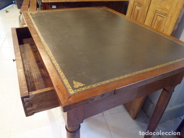 Antigüedades: ANTIGUA MESA DE NOGAL Y CUERO - Foto 6 - 178863483
