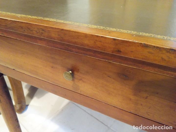 Antigüedades: ANTIGUA MESA DE NOGAL Y CUERO - Foto 10 - 178863483