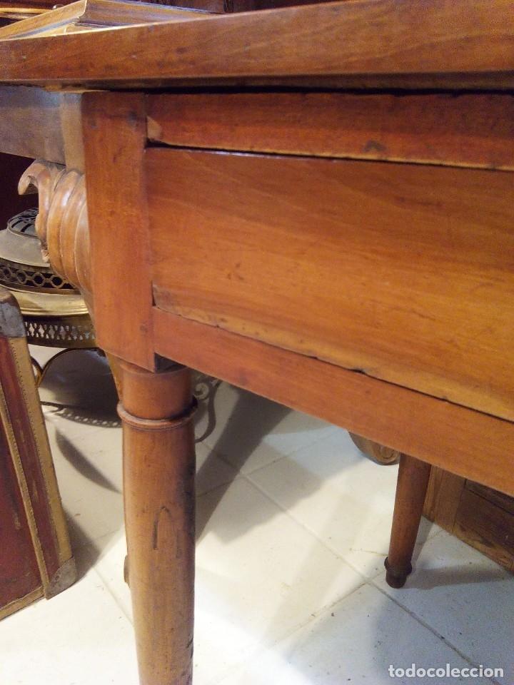 Antigüedades: ANTIGUA MESA DE NOGAL Y CUERO - Foto 11 - 178863483