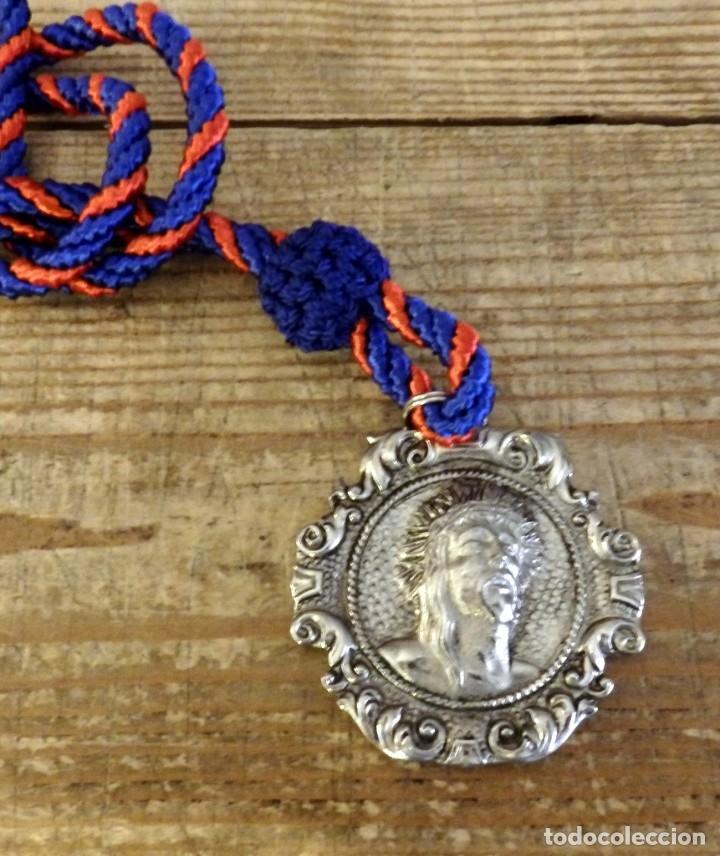 SEMANA SANTA JEREZ DE LA FRONTERA, MEDALLA CON CORDON HERMANDAD DEL PERDON (Antigüedades - Religiosas - Medallas Antiguas)