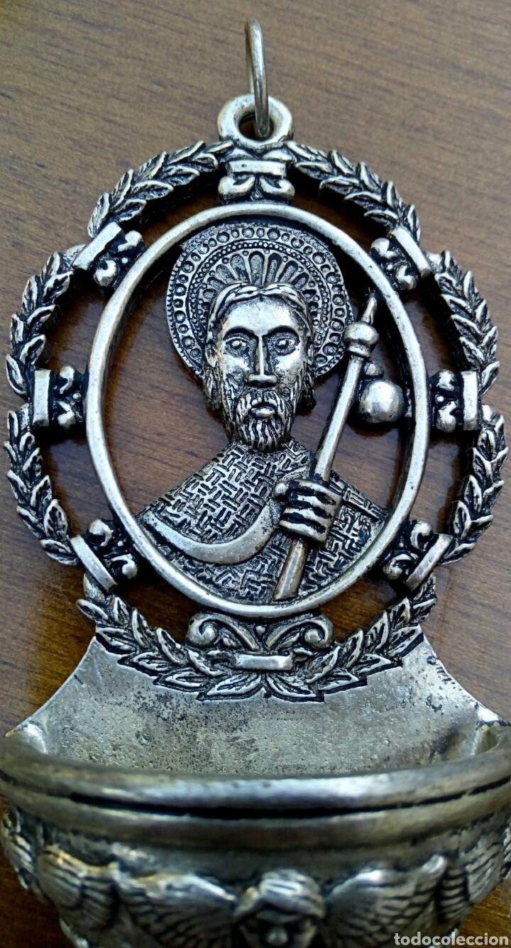 Antigüedades: Antigua benditera de Santiago Apostol. Metal plateado con grabados. - Foto 2 - 178887695