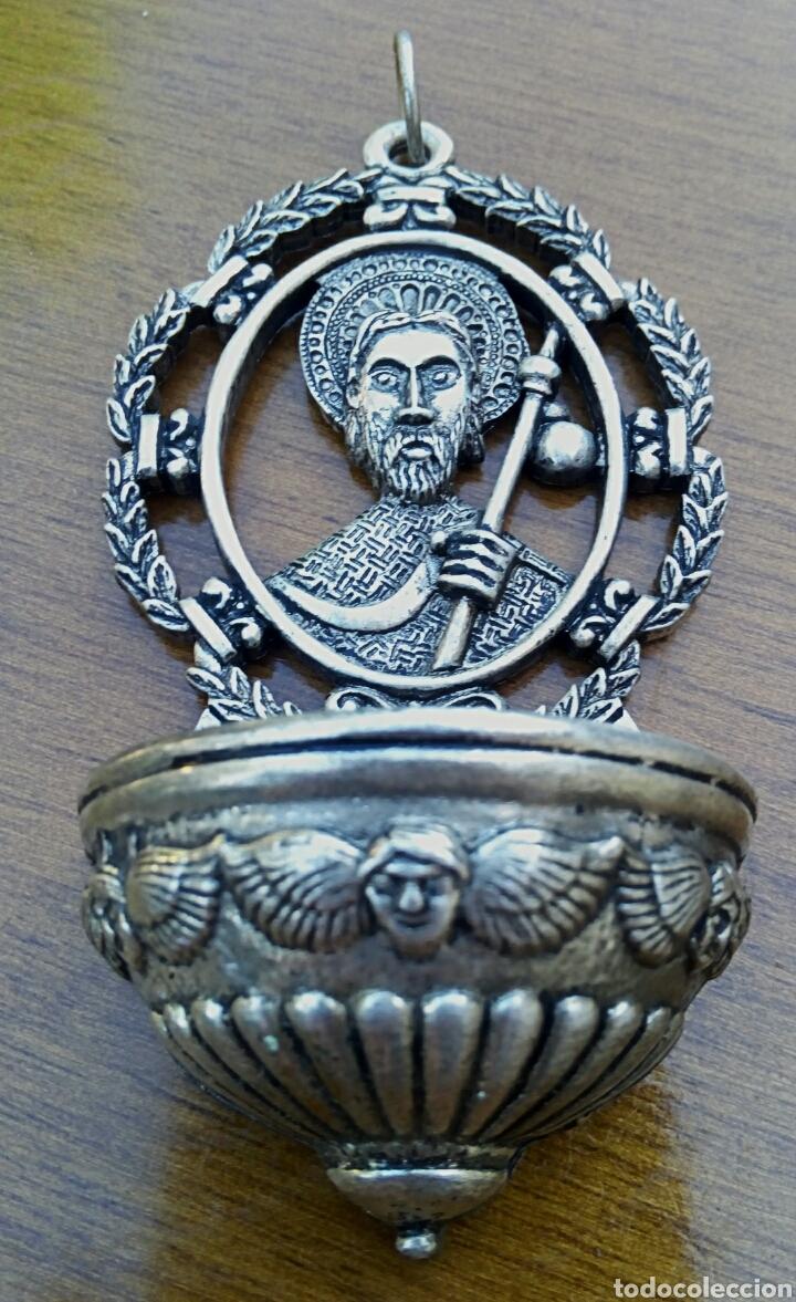 Antigüedades: Antigua benditera de Santiago Apostol. Metal plateado con grabados. - Foto 3 - 178887695