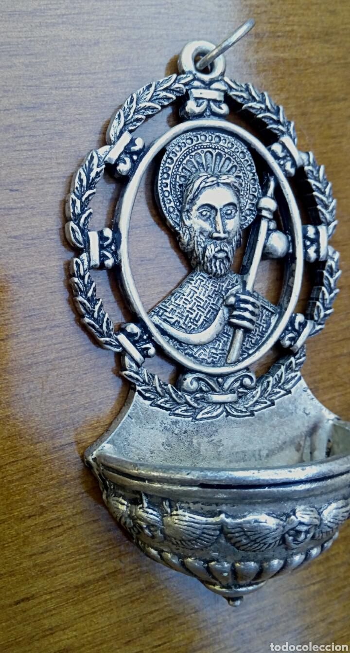 Antigüedades: Antigua benditera de Santiago Apostol. Metal plateado con grabados. - Foto 5 - 178887695