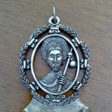Antigüedades: ANTIGUA BENDITERA DE SANTIAGO APOSTOL. METAL PLATEADO CON GRABADOS.. Lote 178887695