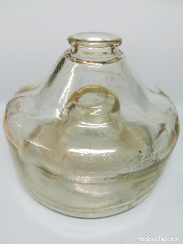Antigüedades: ANTIGUA BOTELLA ESPECIAL DE CRISTAL ATRAPA CAZA MOSCAS #AA - Foto 2 - 178910971