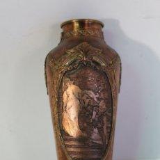 Antigüedades: JARRÓN VIOLETERO ANTIGUO EN COBRE Y BRONCE. Lote 178918187