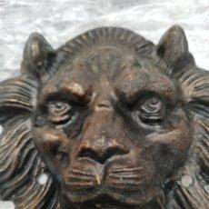 Antigüedades: TALLA DE CABEZA DE LEÓN HIERRO FORJADO.. ANTIGUA.. PARA ADORNAR PUERTA U OTRO LUGAR.. MUY LLAMATIVA. Lote 178920332