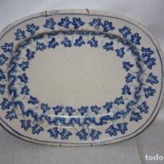 Antiquités: ANTIGUA FUENTE EN LOZA PINTADA DE FINALES DEL SIGLO XIX. Lote 178945238