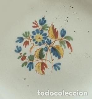 PLATO. ALCORA. FÁBRICA CONDE DE ARANDA. SIGNADO CON UNA *R. SERIE EL RAMITO. AÑO 1800. (Antigüedades - Porcelanas y Cerámicas - Alcora)