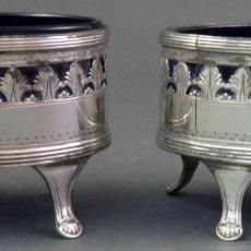 Antigüedades: PAREJA DE SALEROS DE MESA EN PLATA INGLESA Y CRISTAL COLOR COBALTO SIGLO XVIII. Lote 178960791