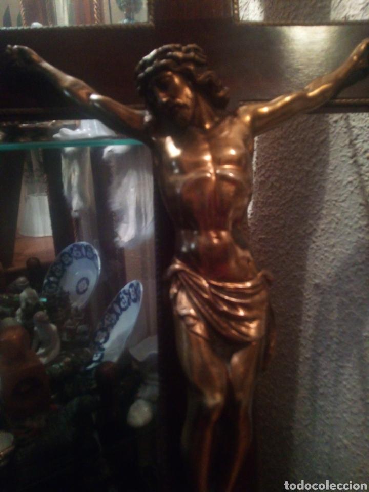 Antigüedades: Crucifijo de gran tamaño con Cristo de bronce. - Foto 3 - 179015448