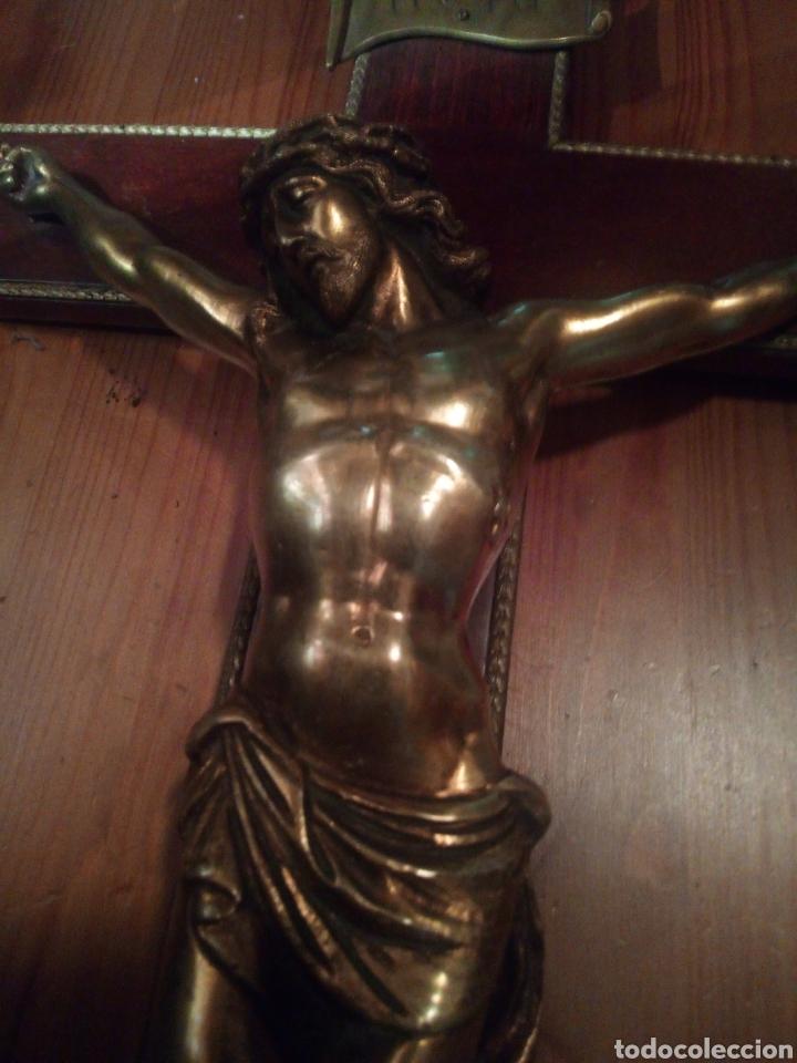Antigüedades: Crucifijo de gran tamaño con Cristo de bronce. - Foto 10 - 179015448