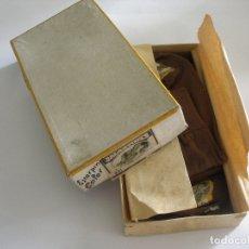 Antigüedades: CAJA CARTÓN CON CUATRO PARES DE ESCORPINOS CALCETINES SIN USO CON ETIQUETA AÑOS 30 . Lote 179017713