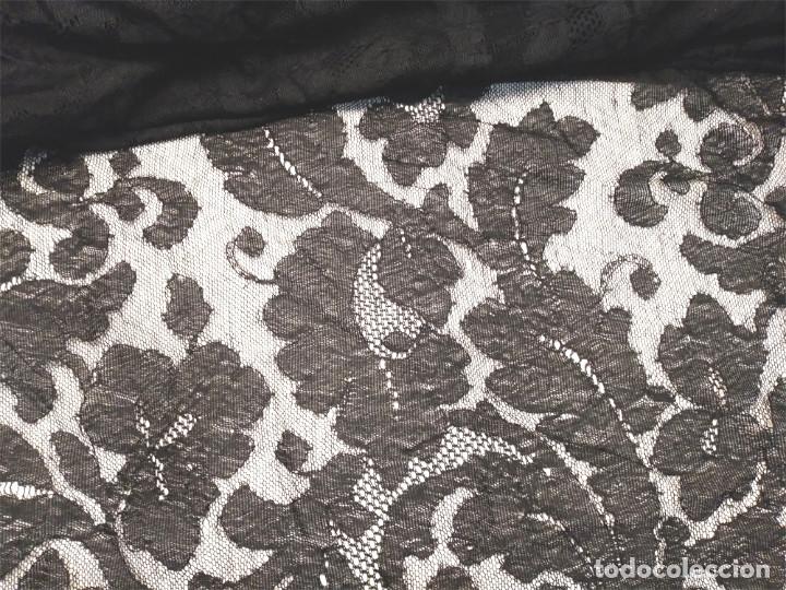 Antigüedades: Mantilla de Encaje de Blonda negra. Med. 60 x 240 cm - Foto 2 - 179021127