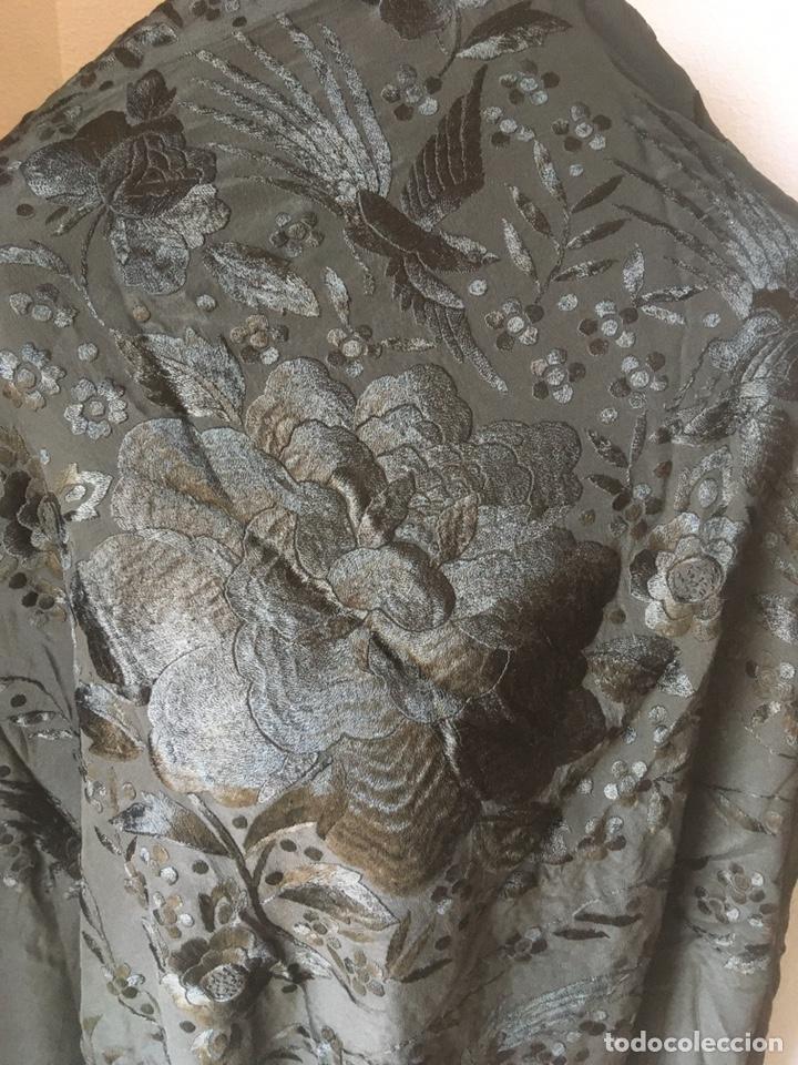 Antigüedades: MANTON NEGRO BORDADO A MANO DE 125 CTM SIN FLECOS ,CON FLECOS 185 CTM - Foto 3 - 179046281