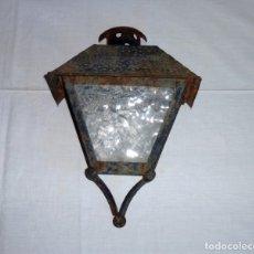 Antigüedades: ANTIGUO FAROL APLIQUE DE PARED DE HIERRO.. Lote 179053206