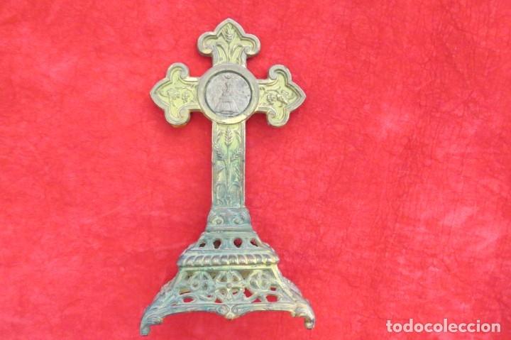 ANTIGUO CRUCIFIJO CRUZ - DE METAL - VIRGEN (Antigüedades - Religiosas - Crucifijos Antiguos)