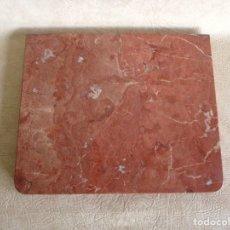 Antigüedades: ANTIGUO MARMOL ROJO DE MESITA DE NOCHE AÑOS 20 40 CM X 33,5 CM. Lote 179102691
