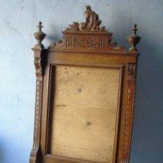 Antigüedades: MARCO ESPEJO ANTIGUO EN BUEN ESTADO MADERA COLOR NOGAL MUY BONITO . Lote 179103728
