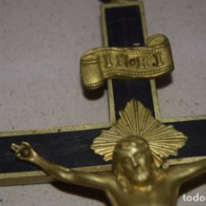 Antigüedades: CRUCIFIJO DE MADERA Y BRONCE . Lote 179107637