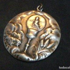Antigüedades: PRECIOSA MEDALLA ART DECO CALIZ Y NIÑO JESUS PLATA 900 RELIGIOSA COLECCION. Lote 179109170