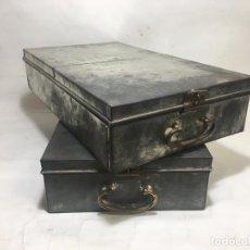 Antigüedades: ANTIGUA CAJA DE SEGURIDAD DE BANCO DE CUENTAS PRIVADAS LIPS DORDRECHT PAÍSES BAJOS 1920`S24 X 43X10. Lote 179124211