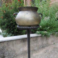Antigüedades: ANTIGUA OLLA CATALANA - BRONCE - PIE DE HIERRO FORJADO - S. XVIII. Lote 179136876
