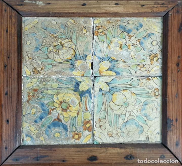 COMPOSICIÓN DE 4 AZULEJOS BARROCOS. CERÁMICA CATALANA. SIGLO XVII-XVIII. (Antigüedades - Porcelanas y Cerámicas - Azulejos)