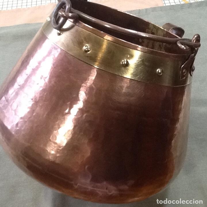 ANTIGUA MARMITA DE COBRE MARTILLEADA, MEDIDAS VOCALS 15CM, ALTO 20CM Y ANCHO 23. MUY BONITA (Antigüedades - Técnicas - Rústicas - Utensilios del Hogar)