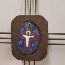 Antigüedades: CRICIFIJO. METAL Y MADERA. 37 X 28 OBRA DE FRANCESC GASSO. UNA OBRA DE ARTE EN TU CASA. Lote 179159877