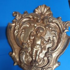 Antigüedades: IMPORTANTE BENDITERA. EN LATON. OBRA DE FRANCESC GASSO. UNA OBRA DE ARTE EN TU CASA. Lote 179163173