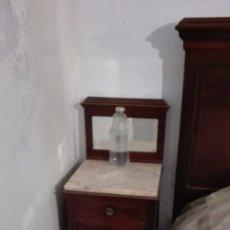 Antigüedades: MESITAS DE NOCHE CAOBA ROJA 2UND. Lote 179176851