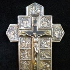 Antigüedades: ANTIGUA CRUZ CRISTO Y IMÁGENES, BAÑO PLATA. Lote 179191218