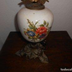Antigüedades: LAMPARA DE MESA ANTIGUA ESTILO QUINQUE. Lote 179191553