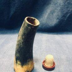 Antigüedades: CORODRA PUNTA DE CUERNO RECIPIENTE SAL COCINA EN CAMPO CACERIA PASTOR TAPON 11X5CMS. Lote 179200993