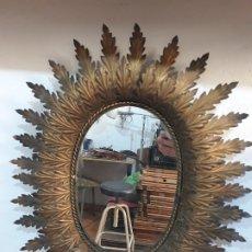 Antigüedades: ESPEJO OVALADO DE HOJAS TIPO SOL. Lote 179207096