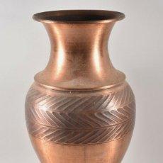 Antigüedades: -GRAN JARRÓN DE COBRE, JARRÓN DE SUELO FINALES DEL XIX PERFECTO PATINA A MANO. Lote 179207217