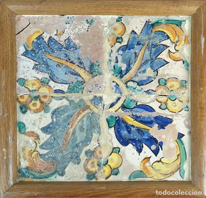 COMPOSICION DE 4 AZULEJOS BARROCOS. CERÁMICA CATALANA. MOTIVOS FLORALES. SIGLO XVII-XVIII. (Antigüedades - Porcelanas y Cerámicas - Azulejos)